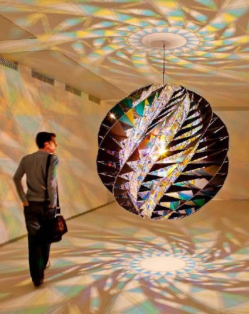 Olafur-Eliasson-light-installation-1